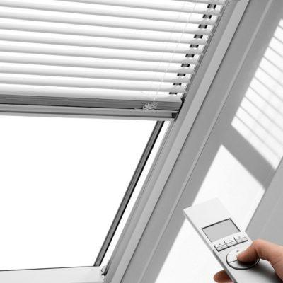 mansardnye okna velux pml zhaluzi c elektroprivodom 400x400 - Жалюзи c электроприводом Velux PML
